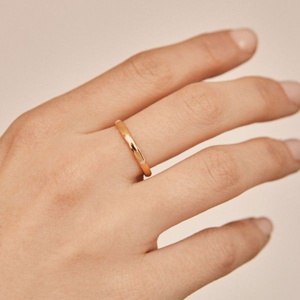 Roy gold ring hand