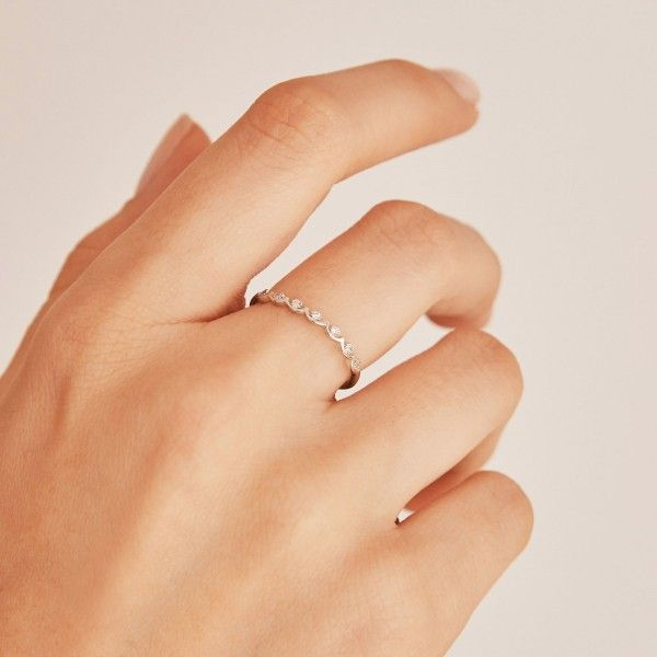 Crownie silver ring hand 2