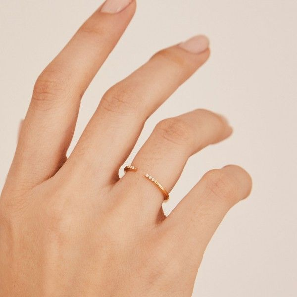 Sophie gold ring hand