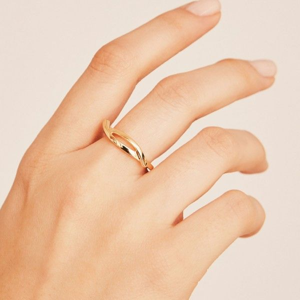 Kaa gold ring hand