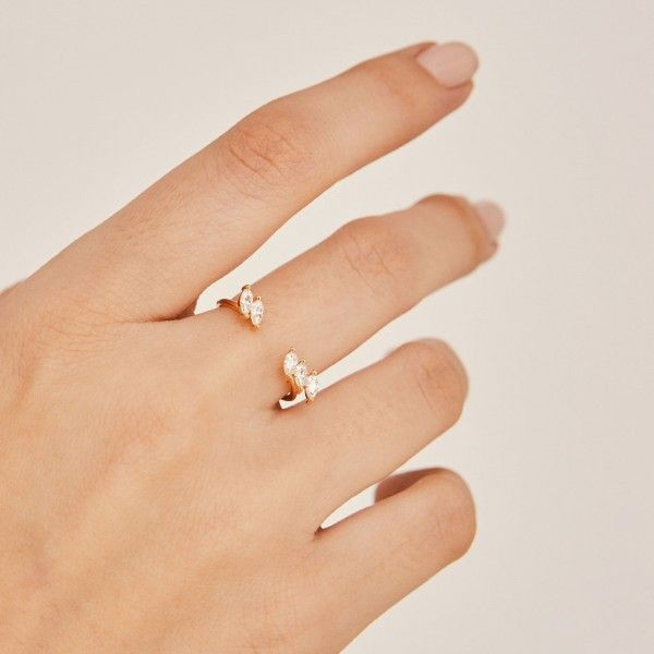 Jo gold ring hand 1