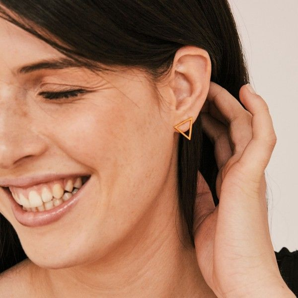 Triangl gold earrings detail
