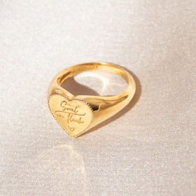 Heart signet gold ring detail 2