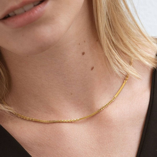 Gold texture thin chain necklace girl 2